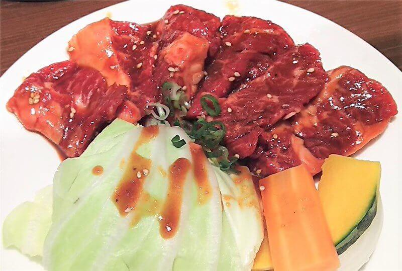 定食のハラミ・焼き野菜のお皿