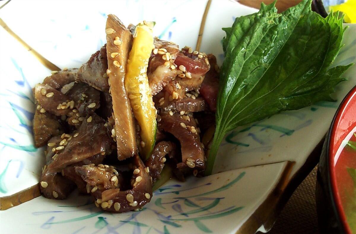 ポラリスの日替わり朝定食のメイン・牛肉とキュウリのごま炒め