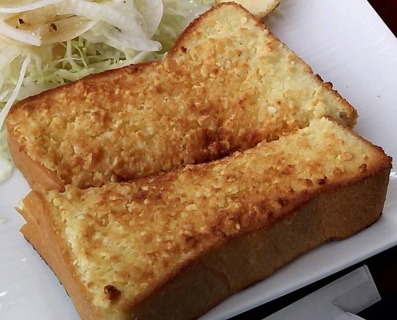 アーモンドトーストのアップ画像